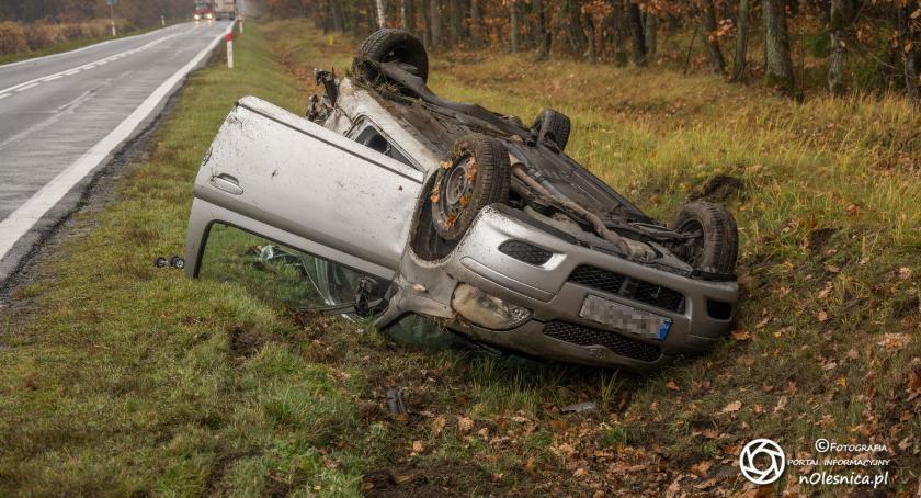Na sygnale, Zderzenie dachowanie drodze - zdjęcie, fotografia