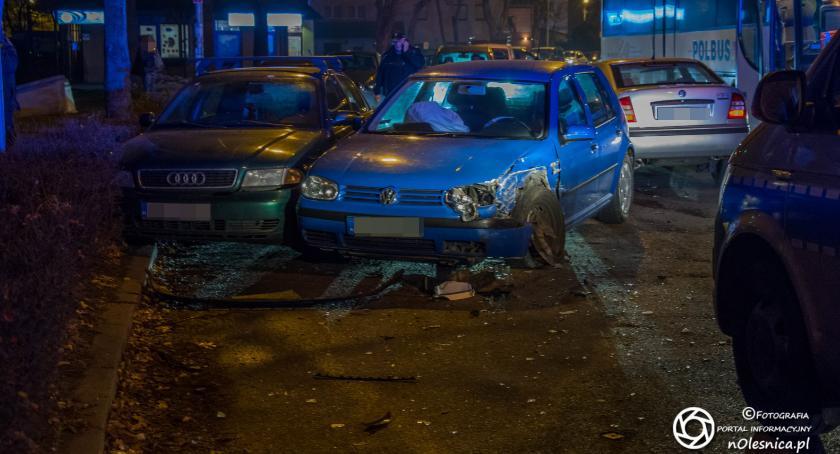 Na sygnale, zderzyły uszkodzone - zdjęcie, fotografia