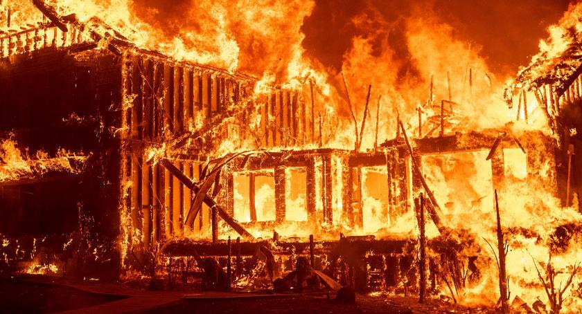 Na sygnale, zarzutów podpaleń podpalacz rękach policji - zdjęcie, fotografia