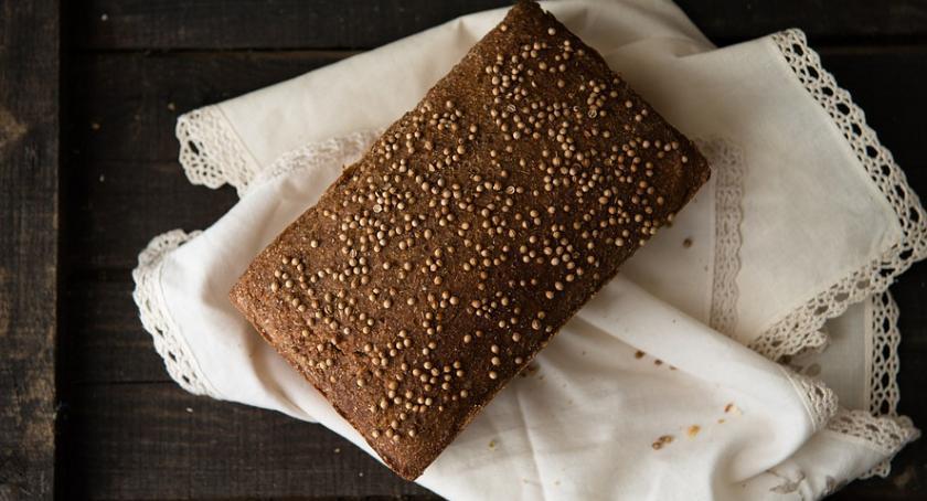 Kulinaria, Przepis sycący domowy chleb konopny zakwasie wzbogacony ziarnami konopi - zdjęcie, fotografia