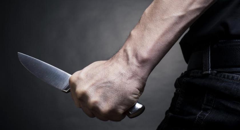 Na sygnale, Mężczyzna nożem dokonał rozboju salonie telefonicznym - zdjęcie, fotografia