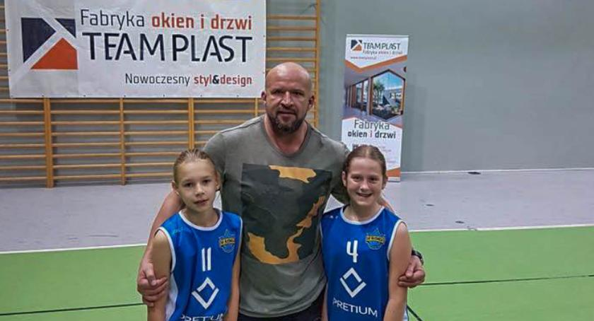 Koszykówka, Tomasz Oświeciński odwiedził Koszykarski Oleśnica - zdjęcie, fotografia