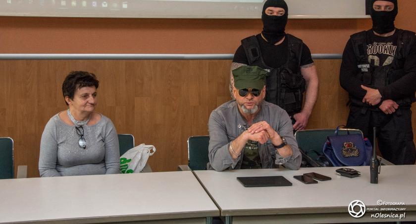 Wydarzenia, Konferencja Krzysztofa Rutkowskiego babcia przed sądem walczy wnuka - zdjęcie, fotografia