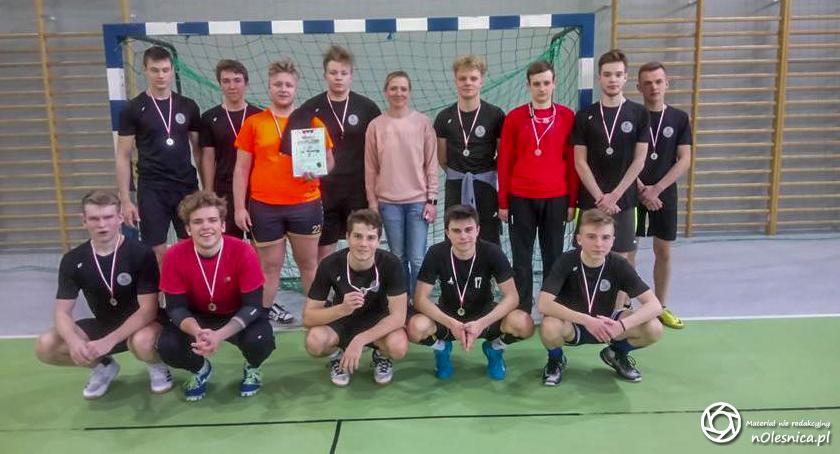 Sport, Szczypiorniści Zespół Szkół Ponadgimnazjalnych Oleśnicy najlepsi powiecie - zdjęcie, fotografia