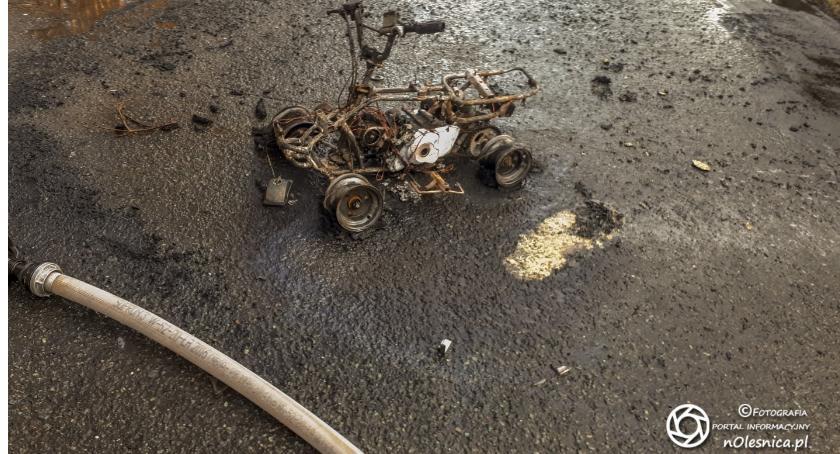 Na sygnale, Wypadek zderzył osobówką - zdjęcie, fotografia