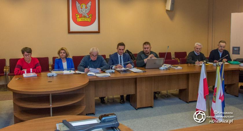 Wydarzenia, potrafi odróżnić pojęcie kontroli posiedzenia komisji rewizyjnej - zdjęcie, fotografia