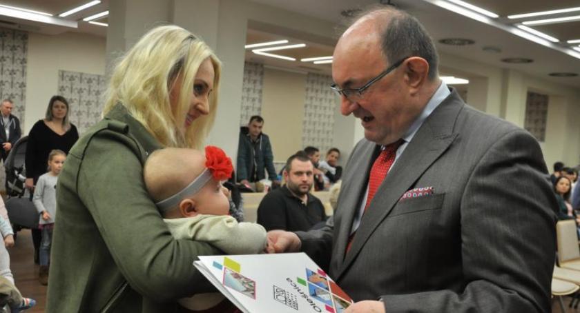 Wydarzenia, Jeśli chcesz burmistrz powitał twoje narodzone dziecko przeczytaj - zdjęcie, fotografia