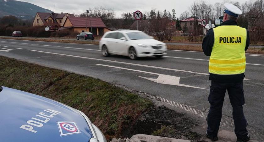 Motoryzacja, policja prowadzi kontrole prędkości całym kraju - zdjęcie, fotografia