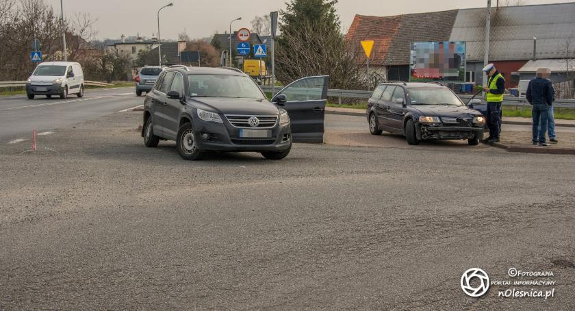 Na sygnale, Kolizja skrzyżowaniu Dobroszycka Polskiego - zdjęcie, fotografia