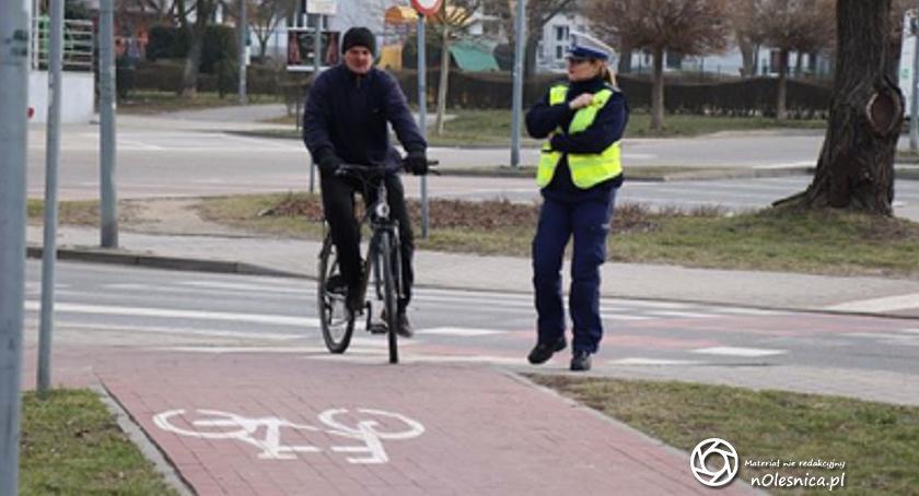 """Wydarzenia, Bezpieczny rowerzysta"""" dzisiejsza akcja oleśnickiej drogówki - zdjęcie, fotografia"""
