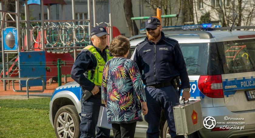 Wydarzenia, Ewakuacja uczniów podejrzany ładunek - zdjęcie, fotografia