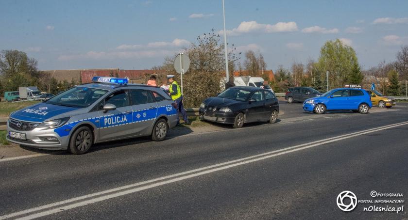 Na sygnale, Kolejny dzień kolejna kolizja skrzyżowaniu Dobroszyckiej Wojska Polskiego - zdjęcie, fotografia