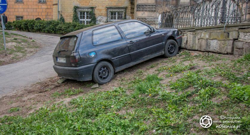 Na sygnale, Porzucony Volkswagen - zdjęcie, fotografia