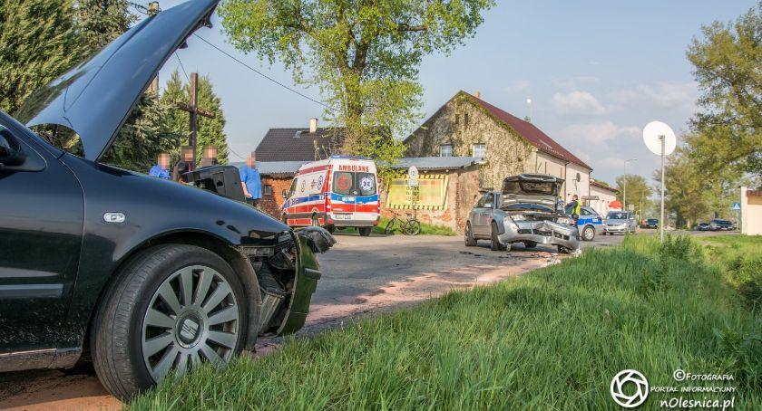 Na sygnale, Czołówka Bogusławicach osoby szpitalu sprawca odjechał innym autem VIDEO - zdjęcie, fotografia