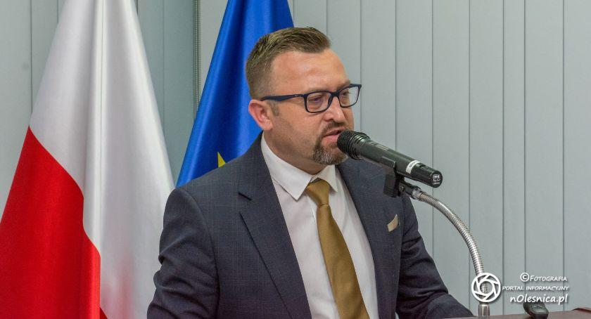 Wystawy, Wójt Marcin Kasina absolutorium wykonanie budżetu - zdjęcie, fotografia