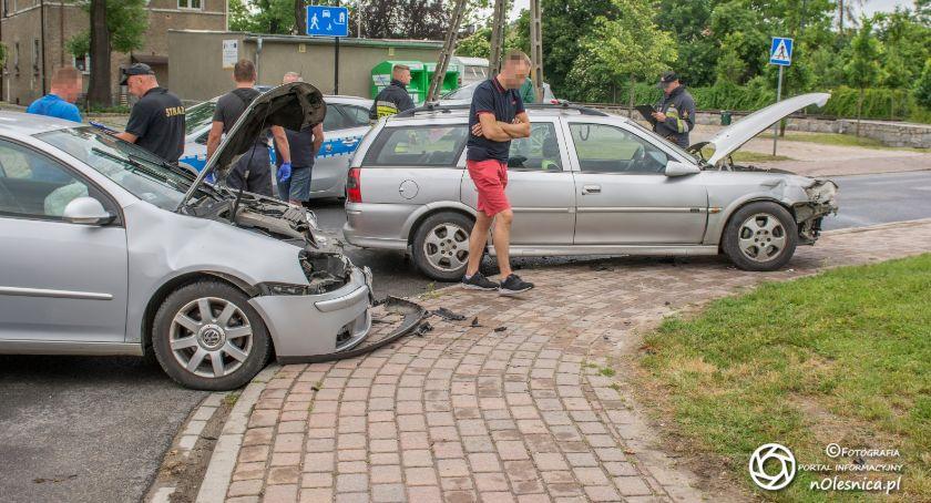 Na sygnale, Wypadek Dobroszycach jedna osoba została poszkodowana - zdjęcie, fotografia
