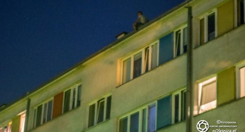 Na sygnale, Desperat chciał skoczyć dachu - zdjęcie, fotografia