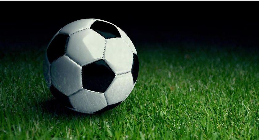 Piłka Nożna, Mistrzostwa Gminy Oleśnica piłce nożnej seniorów kolejne wyniki - zdjęcie, fotografia
