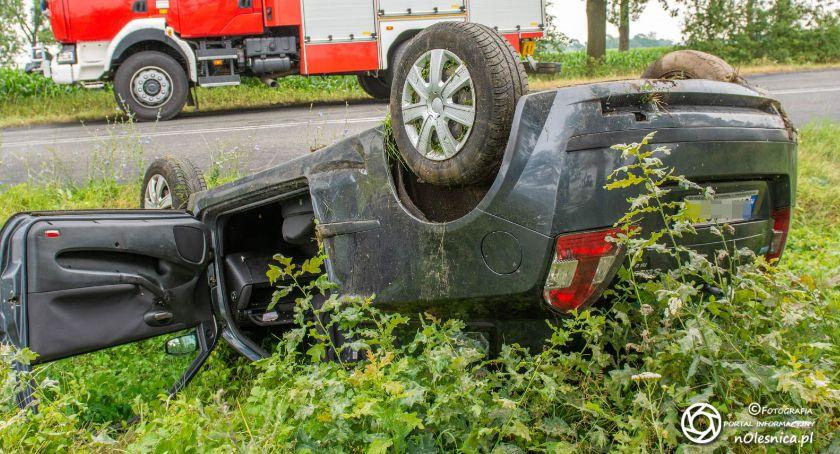 Na sygnale, Wypadek koło Nowoszyc dachowało - zdjęcie, fotografia