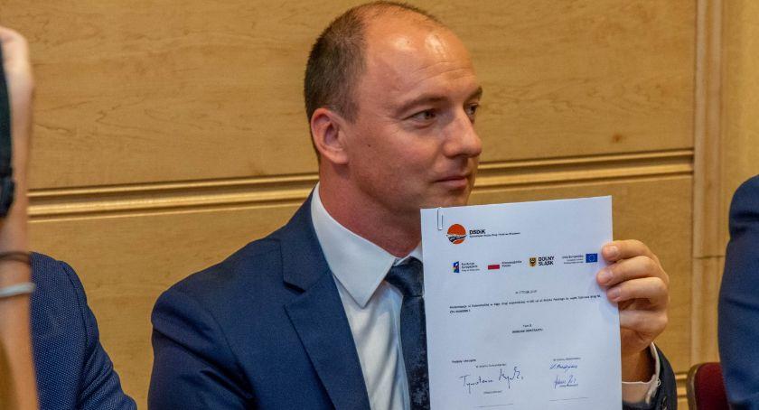 Wydarzenia, Umowa remont Dobroszyckiej została podpisana - zdjęcie, fotografia