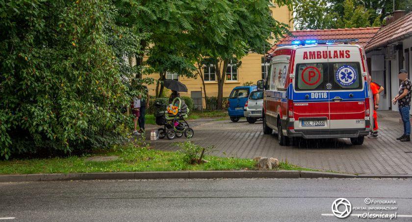 Na sygnale, Potrącenie wózka dzieckiem - zdjęcie, fotografia