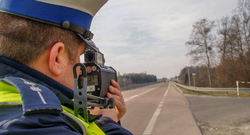 Na sygnale, Wzmożone działania drogówki - zdjęcie, fotografia