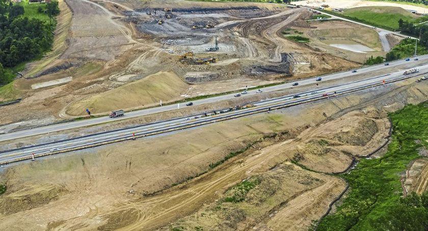 Wydarzenia, Burmistrz poinformował czego wynika opóźnienie budowy wschodniej obwodnicy - zdjęcie, fotografia