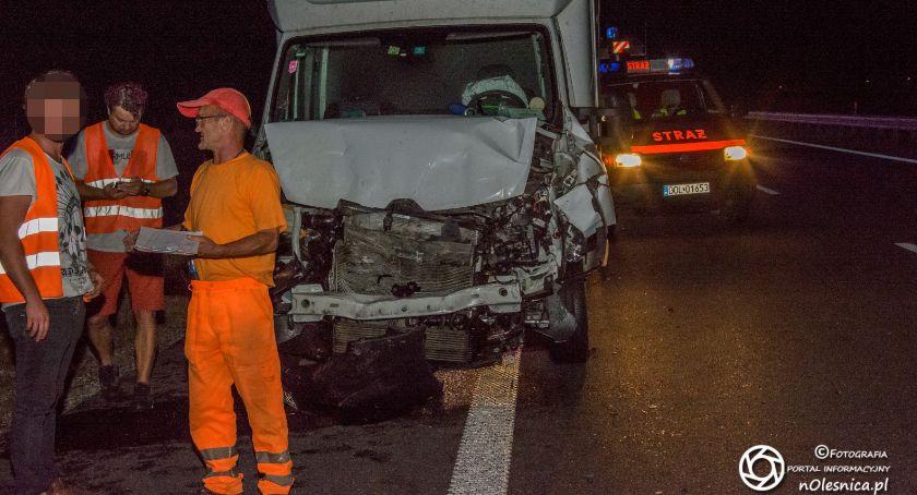 Na sygnale, Zderzenie dostawczaków trasie jedna osoba doznała niegroźnych urazów - zdjęcie, fotografia
