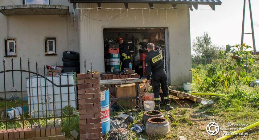 Na sygnale, Pożar garażu Poniatowicach - zdjęcie, fotografia