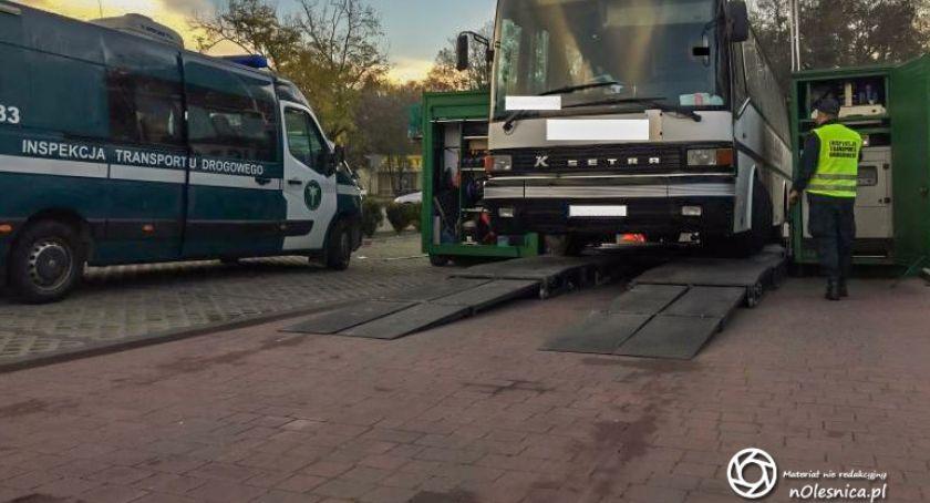Na sygnale, Niesprawne autobusy wycofane ruchu Oleśnicy - zdjęcie, fotografia