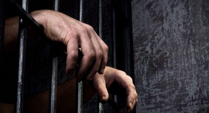 Na sygnale, Trzymiesięczny areszt sprawcy stację paliw Bierutowie - zdjęcie, fotografia