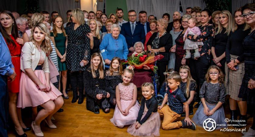 Wydarzenia, Wójt wizytą setne urodziny Karoliny Kałwińskiej - zdjęcie, fotografia