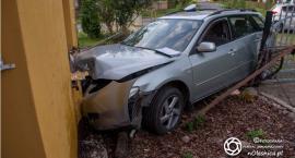 Pijany kierowca bez uprawnień wjechał w dom w Zawidowicach - VIDEO