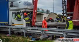Poważny wypadek trzech TIRów na S8. Zakleszczony kierowca i służby w akcji