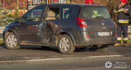 Na Wojska Polskiego ciężarówka uderzyła w auto osobowe