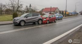 Kolizja trzech samochodów w Smardzowie - jedna osoba trafiła do szpitala