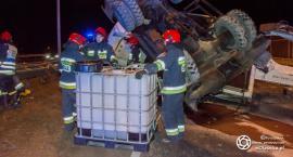 Wypadek na S8 - koparka leży na pasie ruchu w kierunku na Wrocław - VIDEO