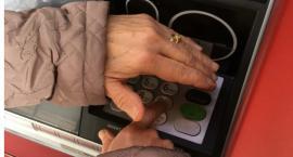 Policja ostrzega - Uwaga na nakładki na bankomaty zatrzymujące wypłacane pieniądze