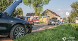 Czołówka w Bogusławicach - dwie osoby w szpitalu - sprawca odjechał innym autem - VIDEO