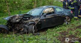 Wypadek w Królewskiej Woli - auto uderzyło w drzewo