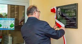 Odsłonięcie tablicy Janusza Korczaka w Szkole Podstawowej nr 6