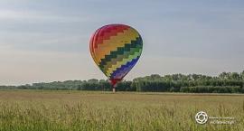 Lądowanie balonu na  oleśnickim lotnisku