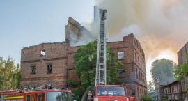 Kolejny duży pożar w Bierutowie - na miejscu jest 10 zastępów - kolejne w drodze - VIDEO