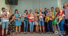 Nowi mieszkańcy Gminy Oleśnica z wizytą u wójta Marcina Kasiny