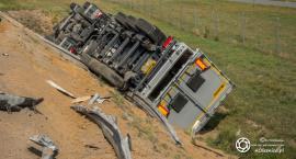 Trasa S8 - zderzenie dwóch ciężarówek - jedna z nich przewróciła się - VIDEO