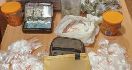 Trzech nastolatków nosiło w plecaku narkotyki zamiast książek