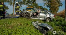 Wypadek w Solnikach Wielkich - czołowe zderzenie osobówki z ciężarówką