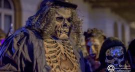 Halloween na dworcu kolejowym oraz rynku