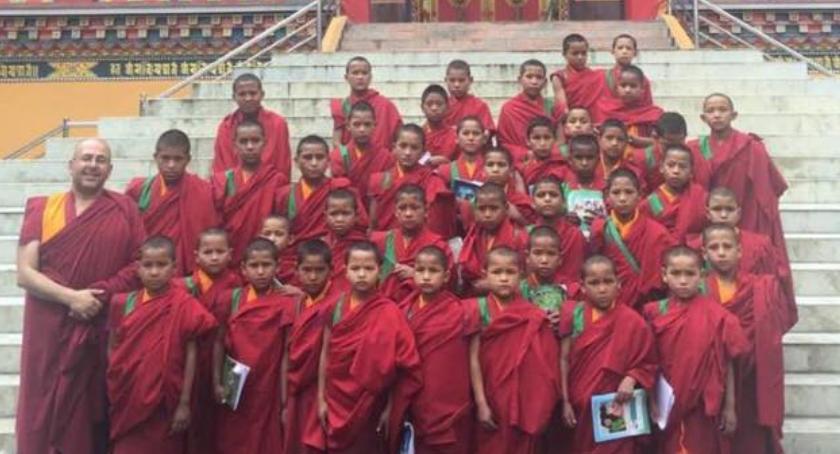 Ludzie, Adopcja Serca Nepalskich Mniszków - zdjęcie, fotografia