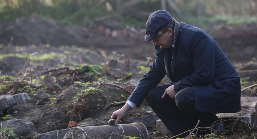 Społeczeństwo, (Nie)zapomniane cmentarze Połóżmy gałązkę jedliny opuszczonym grobie - zdjęcie, fotografia